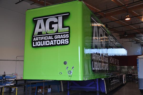 53-trailer-3m-gloss-wrap-for-artificial-grass-liquidators.png