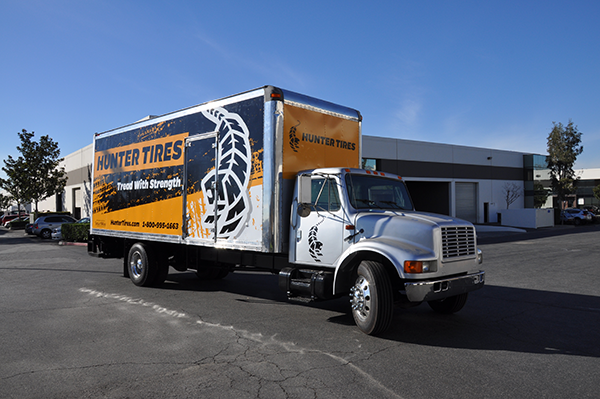 24-box-truck-wrap-using-gf-for-hunter-tires-11.png